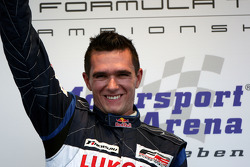 Mikhail Aleshin sur le podium