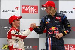 Podium, Alexander Sims, Mücke Motorsport, Dallara F308 Mercedes, Brendon Hartley, Carlin Motorsport, Dallara F308 Volkswagen