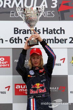 Podium, Brendon Hartley, Carlin Motorsport, Dallara F308 Volkswagen