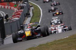 Brendon Hartley, Carlin Motorsport, Dallara F308 Volkswagen leads the field