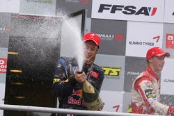 Podium: ganador, Brendon Hartley, Carlin Motorsport, Dallara F308 Volkswagen