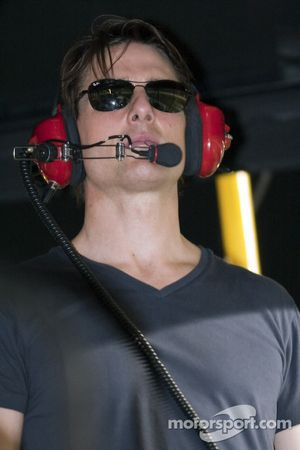 Tom Cruise regarde les Pep Boys Auto 500