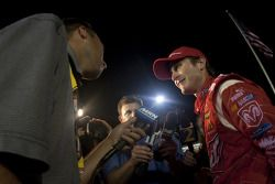 Ligne d'arrivée : le vainqueur Kasey Kahne, Richard Petty Motorsports Dodge