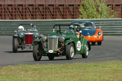 #351- Jeffrey Renshaw, 1951 MG-TD, #255- 1949 MG-TC de Peter Ross et la Porsche 356 de Chris Duerr