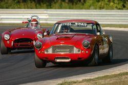 Pierre Honegger, 1960 Aston Martin DB4 et Michael Stott 1963 AC Cobra