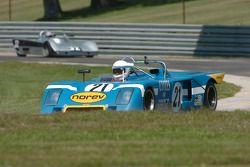 Nick Incantalupo, 1973 Chevron B23 et la Lola T590 S2000 de Joshua Lewis