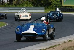 Skip Day 1952 Devin MG, #850 1949 Jaguar XK120 de Bruce Male et l'Austin Healey de Andrew Male
