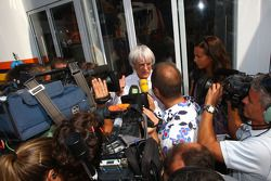 Bernie Ecclestone goes out of the Renault F1 Team motorhome