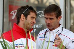 Ярно Трулли и руководитель отдела Toyota по шасси Паскаль Васселон