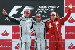 Podium: race winner Rubens Barrichello, BrawnGP, second place Jenson Button, BrawnGP, third place Ki