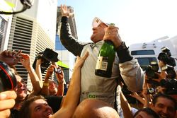 Race winner Rubens Barrichello, Brawn GP, celebrates with his team