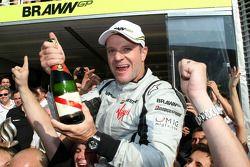 Race winner Rubens Barrichello, Brawn GP, celebrates with his team