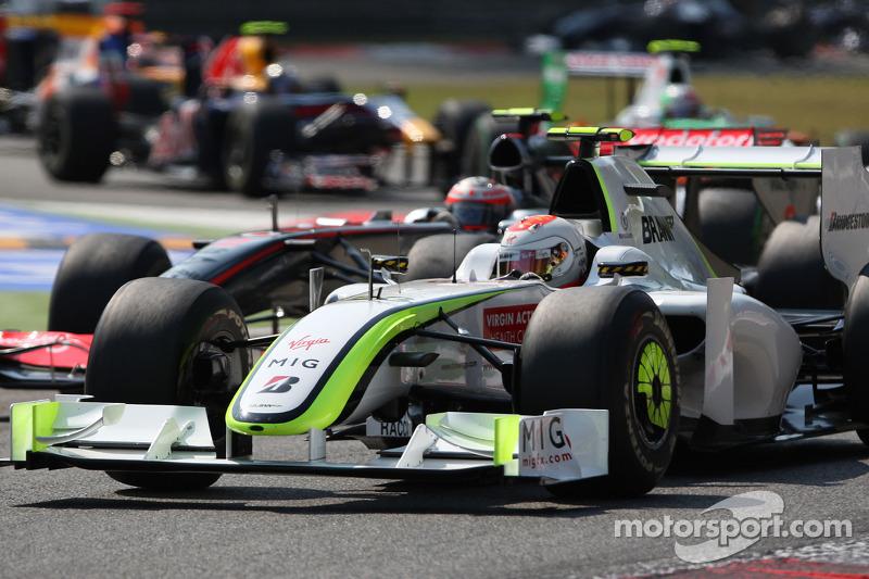 Rubens Barrichello conseguiu se manter à frente, com tática diferente.