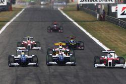 Nico Rosberg, Williams F1 Team, Kazuki Nakajima, Williams F1 Team and Jarno Trulli, Toyota F1 Team