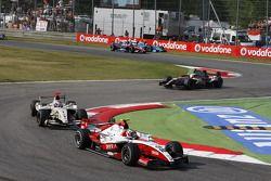 Nico Hulkenberg devant Vitaly Petrov