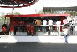 ART Grand Prix et Barwa Addax Team regardent la course