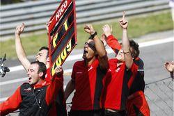 ART Grand Prix et Nico Hulkenberg fête la victoire du championnat