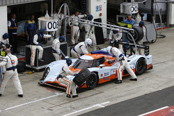 Pit stop for #008 AMR Eastern Europe Lola Aston Martin: Miguel Ramos, Chris Buncombe, Stuart Hall