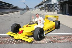 Johnny Rutherford won the 1980 Indianapolis 500 at an average speed of 142.862 mph in the famous Cha