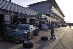 #87 Drayson Racing Aston Martin Vantage GT2