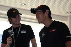 Dan Wheldon, Panther Racing, and Hideki Mutoh, Andretti Green Racing