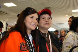Danica Patrick, Andretti Green Racing avec des fans