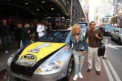 Des fans avec les voitures de la NASCAR Sprint Cup Series