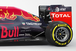 La Red Bull Racing RB12 avec le logo Aston Martin