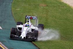 Felipe Massa, Williams FW38 runs wide