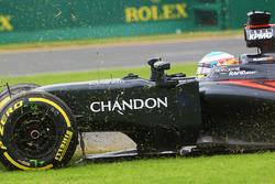 Fernando Alonso, McLaren MP4-31 spin