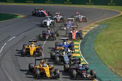 Jolyon Palmer, Renault Sport F1 Team RS16; Fernando Alonso, McLaren MP4-31