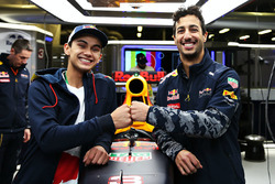 Daniel Ricciardo, Red Bull Racing; Luis Leeds, Red Bull Racing