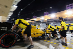 Jolyon Palmer, Renault Sport F1 Team RS16 en pits
