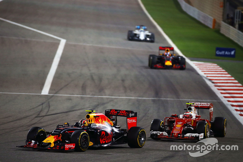Daniil Kvyat, Red Bull Racing RB12 and Kimi Raikkonen, Ferrari SF16-H