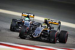 Sergio Perez, Sahara Force India F1 VJM09 devant son équipier Nico Hulkenberg, Sahara Force India F1 VJM09