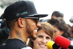 Lewis Hamilton, Mercedes AMG F1 Team, con i giornalisti