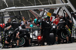 Nico Rosberg, Mercedes AMG F1 Team W07 practices a pit stop