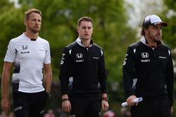 Jenson Button, Stoffel Vandoorne en Fernando Alonso, McLaren