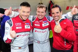 I polesitter LMP1 Marcel Fässler, Andre Lotterer, Benoit Tréluyer, Audi Sport Team Joest