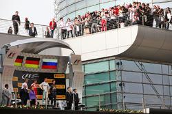 Подиум: победитель - Нико Росберг, Mercedes AMG F1 Team, второе место - Себастьян Феттель, Ferrari, третье место - Даниил Квят, Red Bull Racing