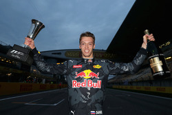 Daniil Kvyat, Red Bull Racing celebrates his third place