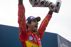 Podio: il vincitore Lucas di Grassi, ABT Schaeffler Audi Sport