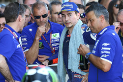 2e plaats Jorge Lorenzo, Yamaha Factory Racing in parc ferme