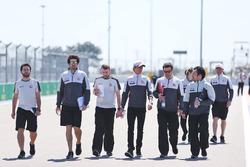 Эстебан Гутьеррес, Haas F1 Team изучает трассу с командой