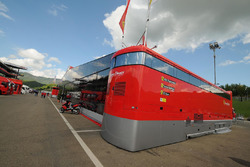 Ferrari Corse Clienti, Fahrerlager