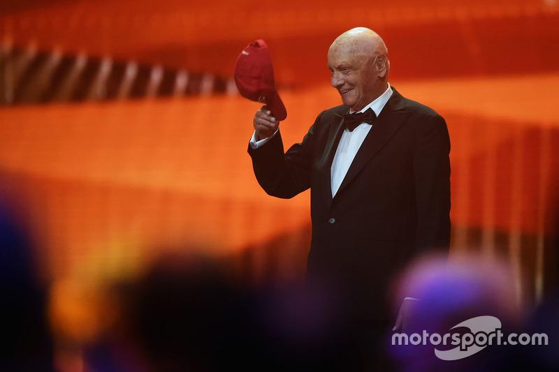 8. Niki Lauda. El presidente no ejecutivo de Mercedes se quita la gorra