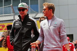 Нико Хюлькенберг, Sahara Force India F1 и Нико Росберг, Mercedes AMG F1 Team на параде пилотов