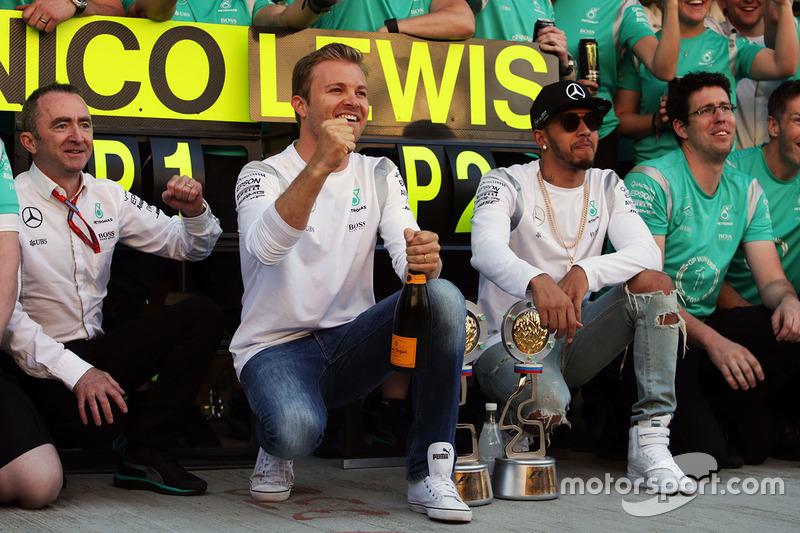 Nico Rosberg, Mercedes AMG F1, e Lewis Hamilton, Mercedes AMG F1