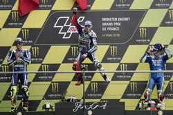 Podium: ganador, Jorge Lorenzo, Yamaha Factory Racing, segundo, Valentino Rossi, Yamaha Factory Racing, tercero, Maverick Viñales, Team Suzuki MotoGP