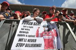 Фанаты Себастьяна Феттеля, Ferrari с баннерами